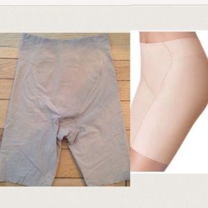 NWOT Wacoal Smoothing Shapewear Mid Thigh Shorts L